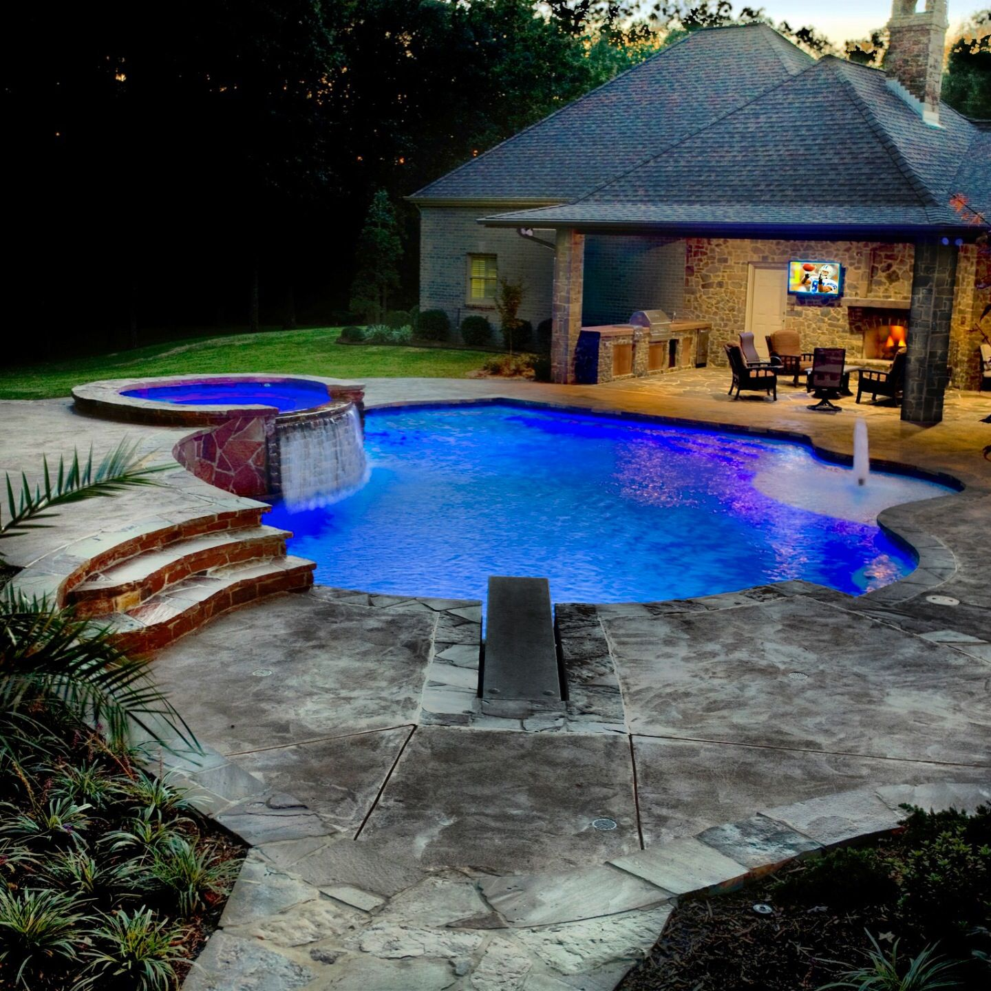 #LED #lighting in a custom #radius #pool and #spa #hottub ... on Outdoor Living Pool And Spa id=61496