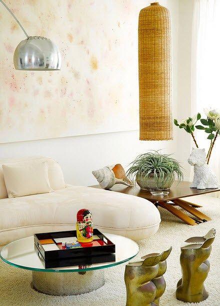 Artwork por Dan Cohen na sala da família, a chaise foi projetada por William T. Georgis.