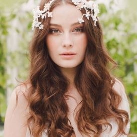 We are so excited to show you the new luxurious and delicate headpieces collection from Jannie Baltzer. in German
