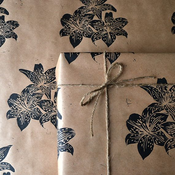 Lino Printed Lily Flower Gift Wrap Pack от HandmadeandHeritage