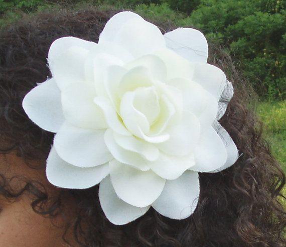 White Gardenia Hair Flower Clip By Ishasflowergarden On Etsy Flowers In Hair Flower Hair Clips White Gardenia
