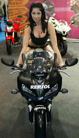 Mcn London Motorcycle Show Girls 2008 98 With Images Bikes