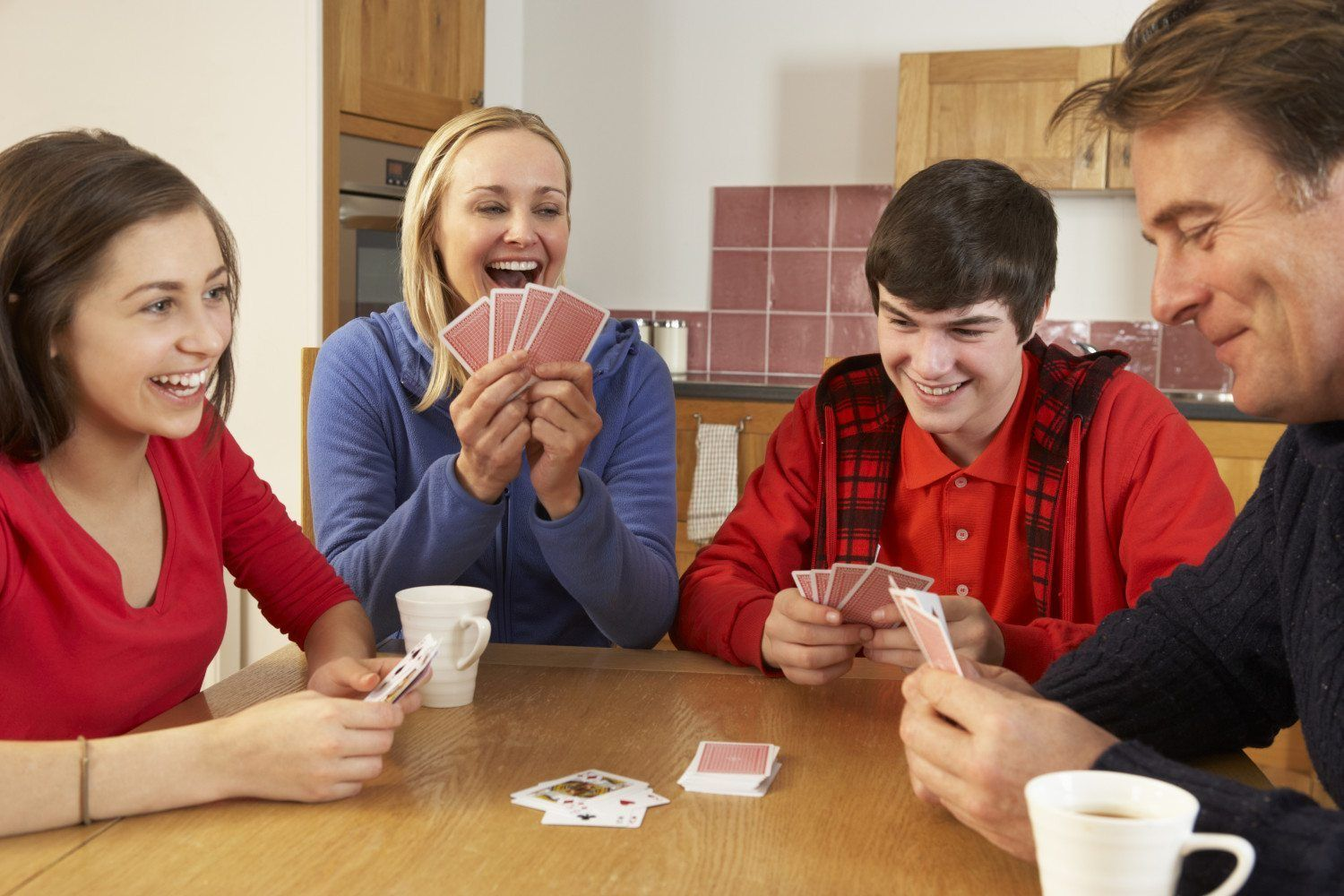 How to Play Euchre Fun card games, Playing card games