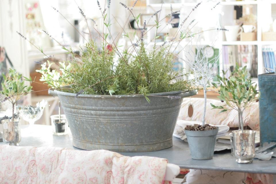 Galvanized bucket decorating ideas pinterest for How to decorate a bucket