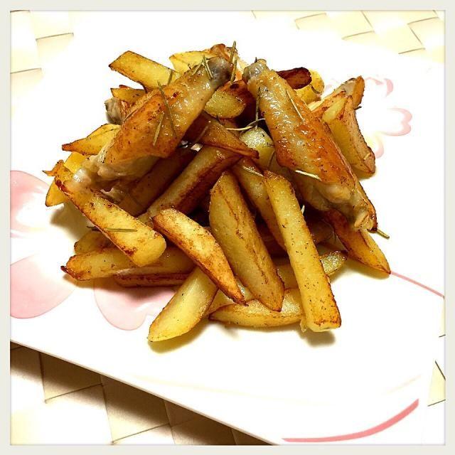 テレビで放映されてた松本シェフのレシピを参考に☺︎これは美味しい✨ - 68件のもぐもぐ - 手羽先とジャガイモのローズマリー焼き by かなっぺ
