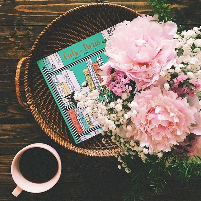 i'm a fan of early mornings & black coffee. adorable adult coloring books & brides who send you home with your favorite flowers. ☕️