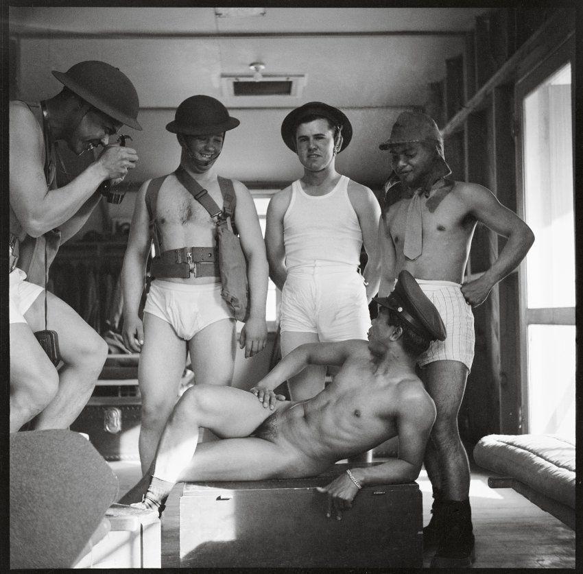 Photographer Michael Stokes Captures Amputee War Veterans Naked