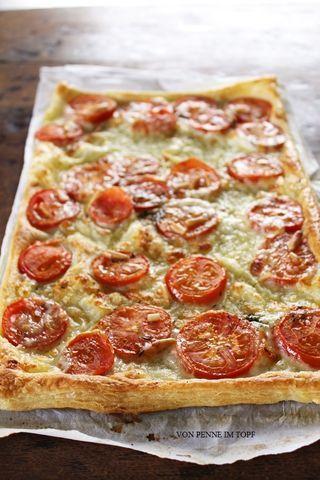 schnelle bl tterteig tomaten mozzarella tarte penne im topf rezeptideen pinterest keine. Black Bedroom Furniture Sets. Home Design Ideas
