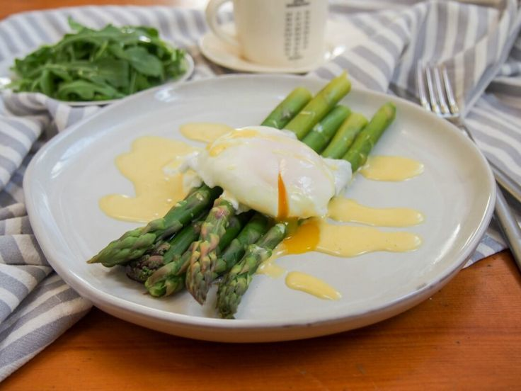 Asparagus with easy blender hollandaise sauce  - Breakfast Foods - #Asparagus #blender #Breakfast #Easy #Foods #Hollandaise #Sauce #hollandaisesauce