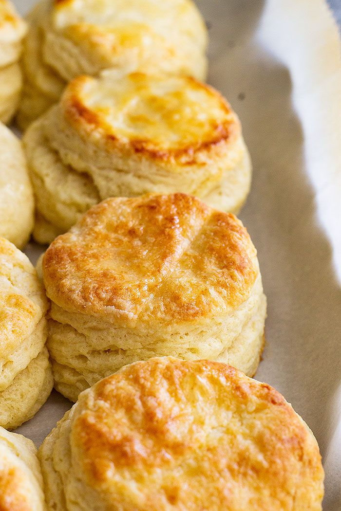 How To Make Flaky Buttermilk Biscuits With Lots Of Layers They Are Fluffy Buttery And Oh So Comforting Homemade Biscuits Biscuit Recipe Buttermilk Biscuits