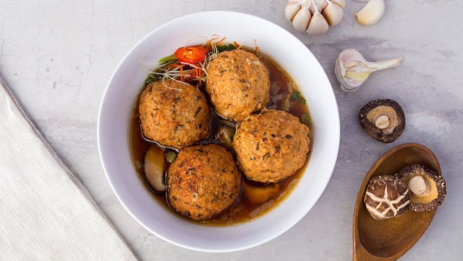 Braised lions head meatballs asian food channel asian food braised lions head meatballs asian food channel forumfinder Image collections