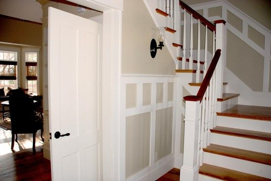 Stairway With Custom Wainscoting Haus Landhaus Zuhause