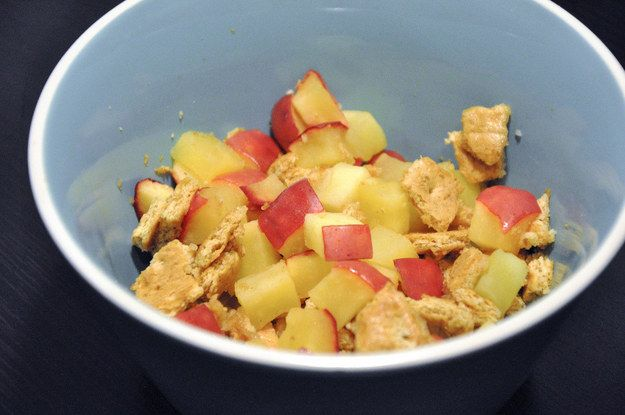 Deconstructed Apple Pie | 17 Easy Dorm Snacks For When You Want To Eat Healthier