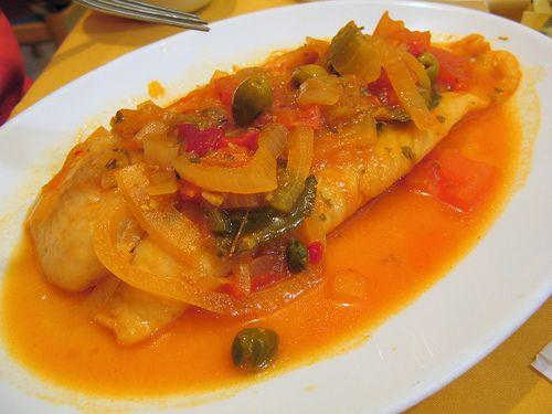 Pescado en salsa criolla