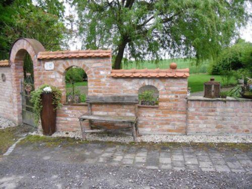 Stein ziegel mauerstein backstein klinker klosterformat - Backsteinmauer im garten ...