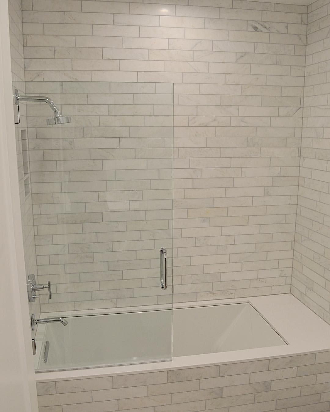 Marbel tile tub surround with gray grout bathroom for Tile shower surround