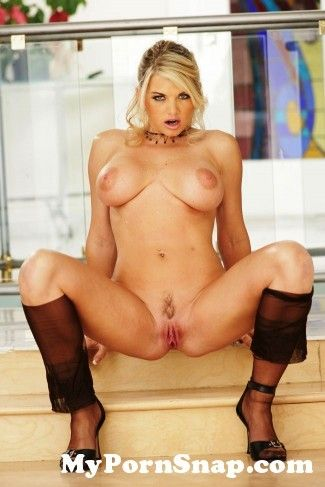 girl-vicky-pussy-of-honor-tall-porn-girls