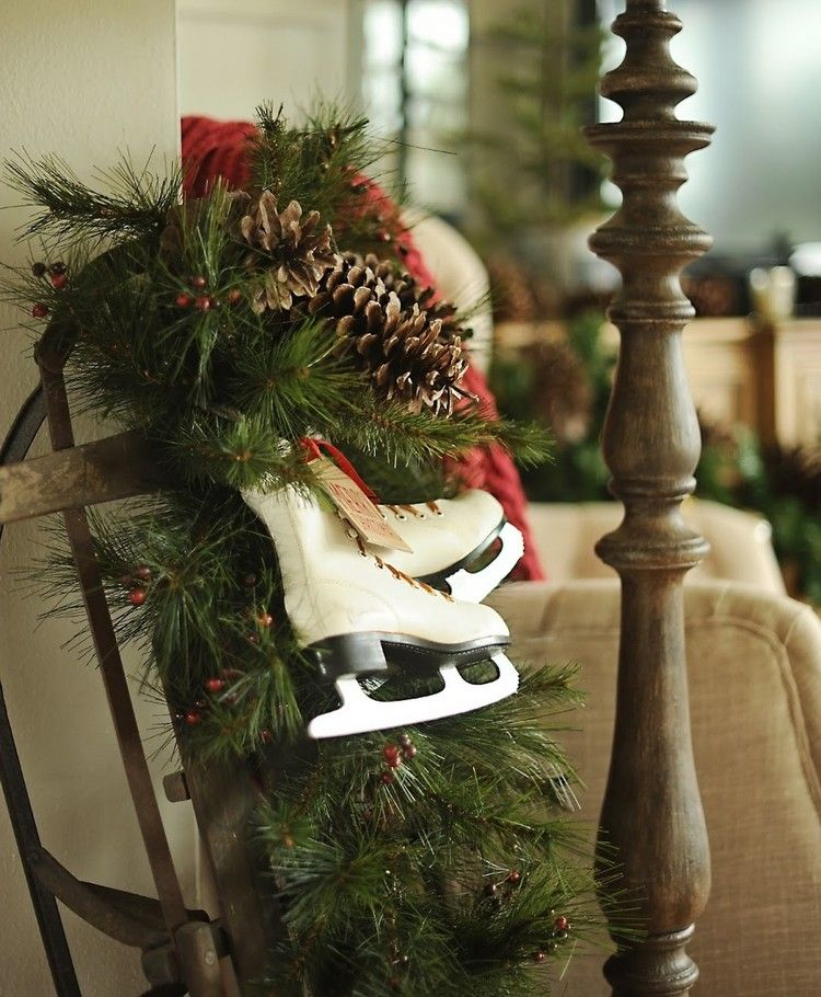 Schlitten Dekorieren Weihnachten Schlittschuhe Zapfen #weihnachtsdeko #ideen  #outside