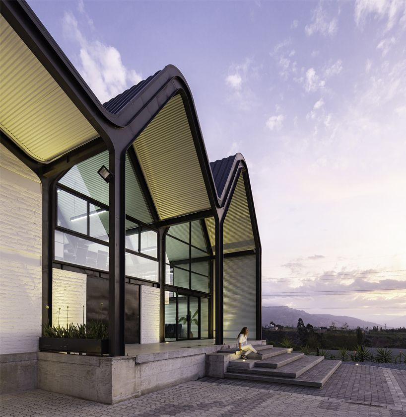 Black Accent Wall Angled Gabel Roof: Estudio Felipe Escudero Designs A Series Of Gable Roofs