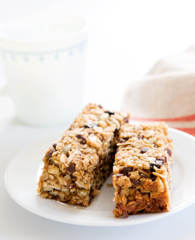This chewy homemade granola bar recipe is endlessly customizable with different…