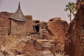 Trekking From Mali Plateau To Dogon Country Below Bandiagara Cliffs Pictures Of Dogon Towns Dogon Trekking Mali