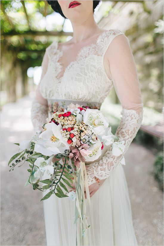 timeless vintage wedding inspiration | novias con ramo. | pinterest