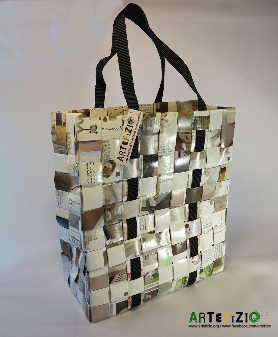 codice promozionale 99a96 d0260 Borsa realizzata con carta di giornale intrecciata e ...