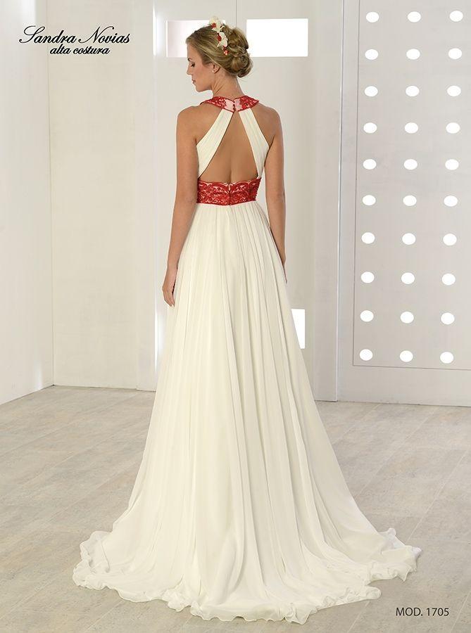 vestido de novia de gasa estilo griego. escote y cintura adornados