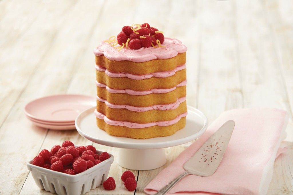 How to Make a Lemon and Raspberry Scalloped Cake #raspberry #lemon #cake #scallop #wilton #tin #baking #decorating