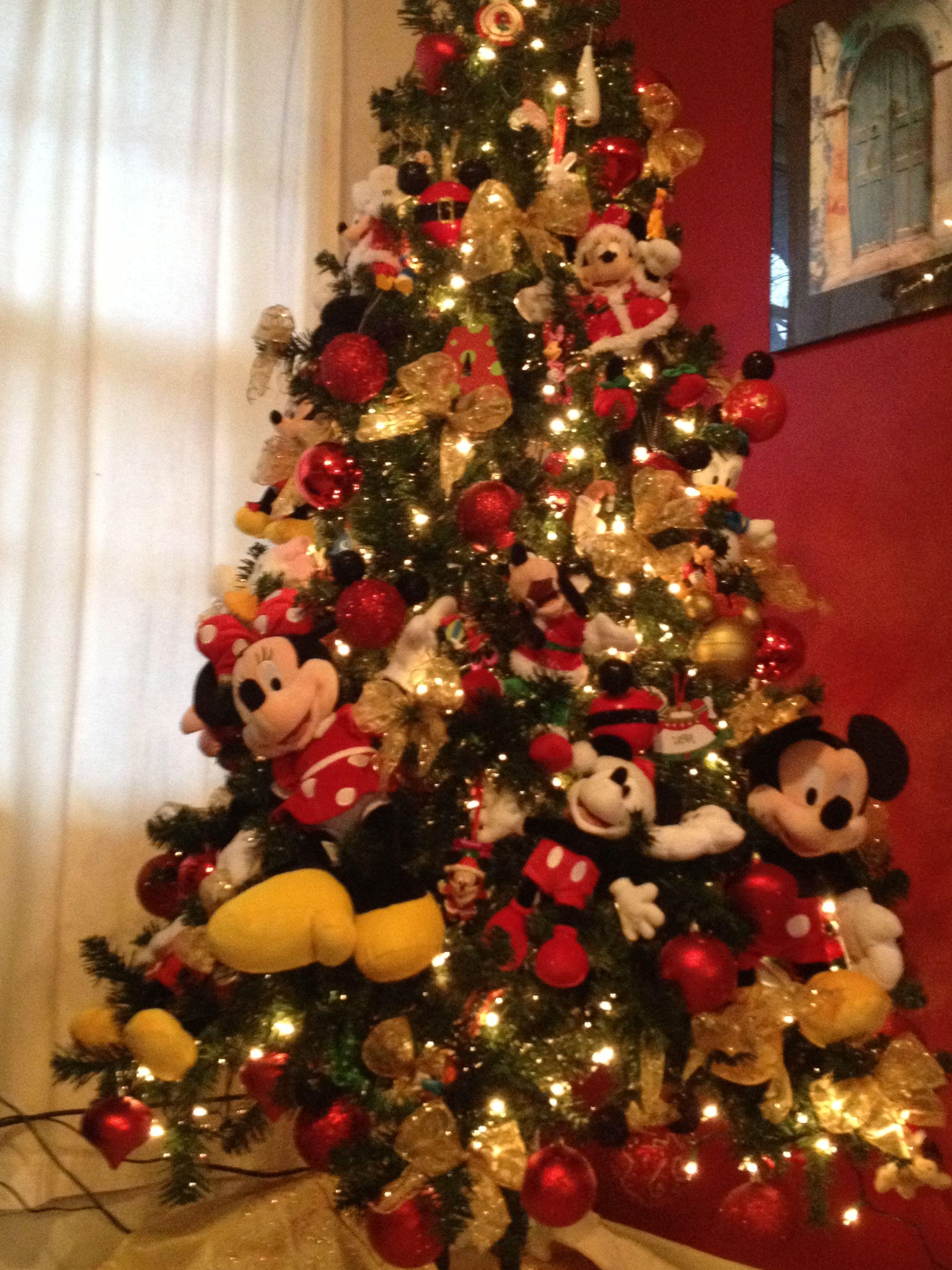 Mickey and friends christmas tree disney mickeymouse for Adornos navidenos mickey mouse