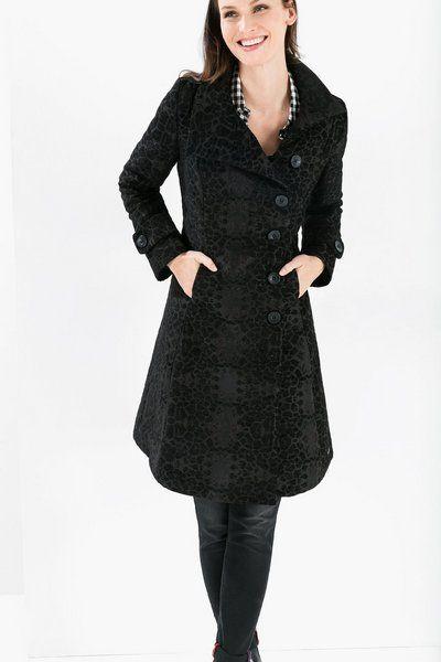 Manteau pour femme Desigual, modèle Trizia. Manteau noir avec un imprimé  très doux, idéal pour la femme Desigual au style plus sobre. 6e9a44c4836