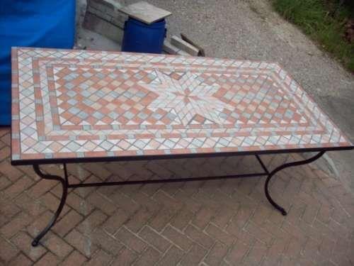 Tavoli da giardino tavolo da giardino con rivestimento in mosaico arte pinterest wooden - Tavoli da giardino in ferro battuto e mosaico ...