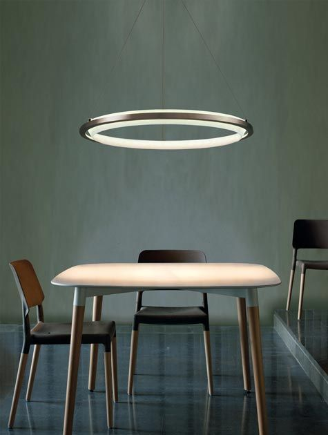 Circular led suspension light over kitchen table for the for Mobilia kitchen table