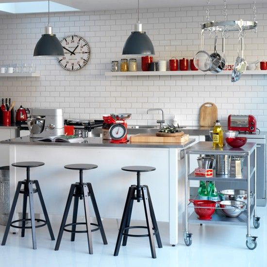 5-contemporary-black-and-white-kitchens-ideas-Industrial-chic-kitchen-nice stools
