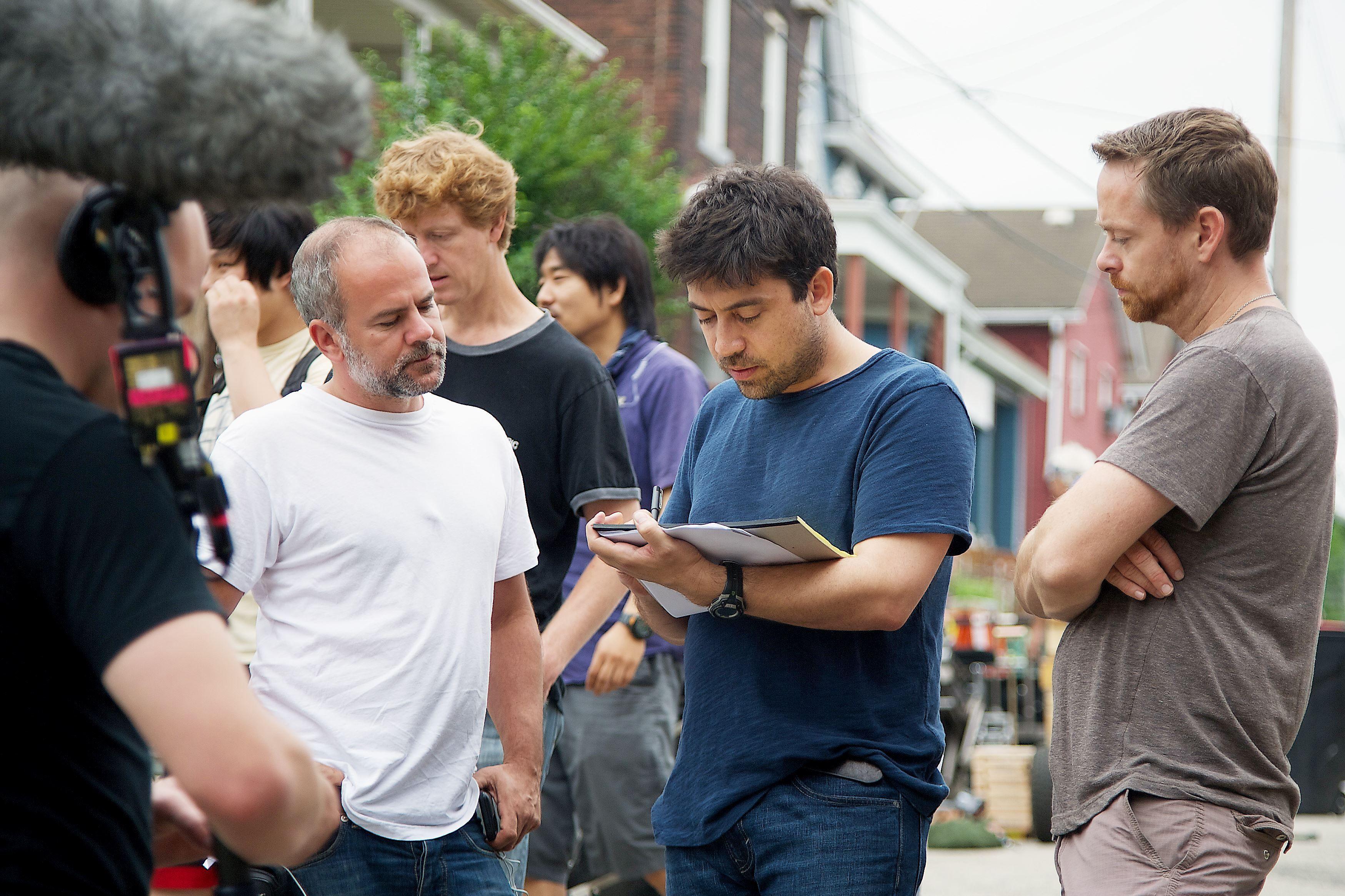Sfeerbeeld van op de set: regisseur Alfonso Gomez-Rejon in actie.
