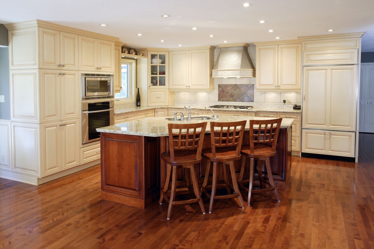 Lockwood Kitchens   Used By Willowcreek   Love The Floor To Ceiling Cabinets  And Layout
