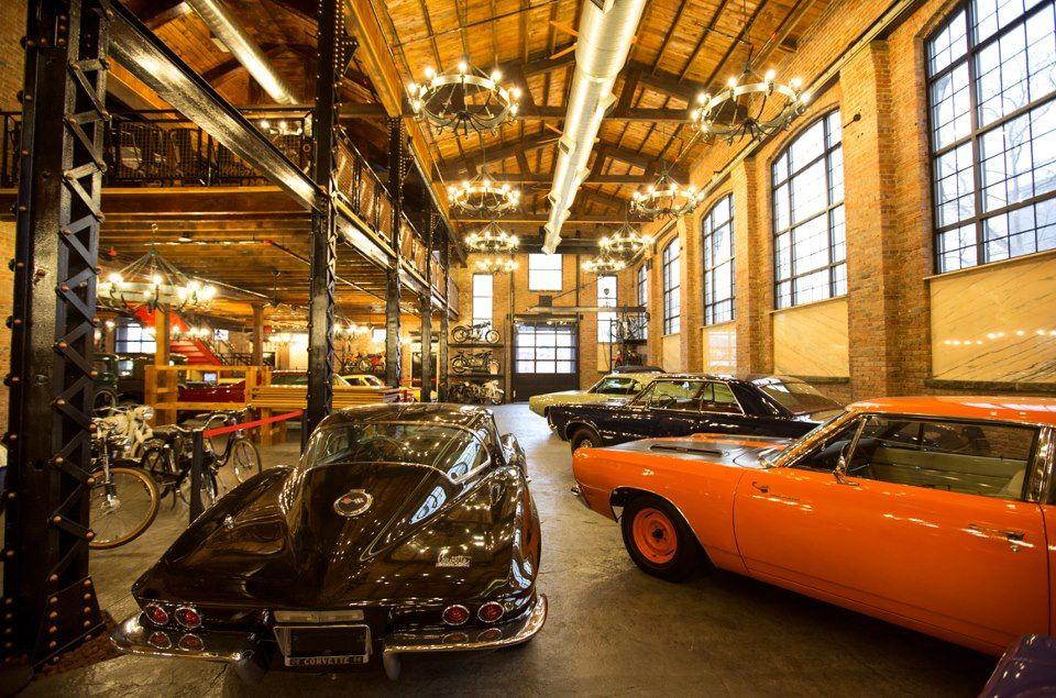 Pin By Rivandi Akbar On Awesome Garages Classic Car Garage Garage Workshop Layout Car
