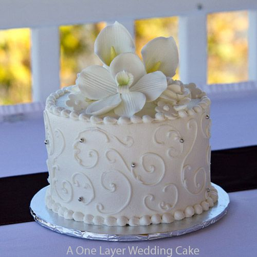 One Layer Wedding Cake For The Wedding Luncheon Some Scrolling