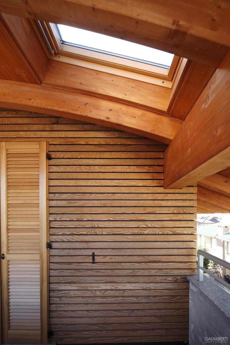 Particolare tetto curvo in legno con lucernario velux e for Velux tetto in legno