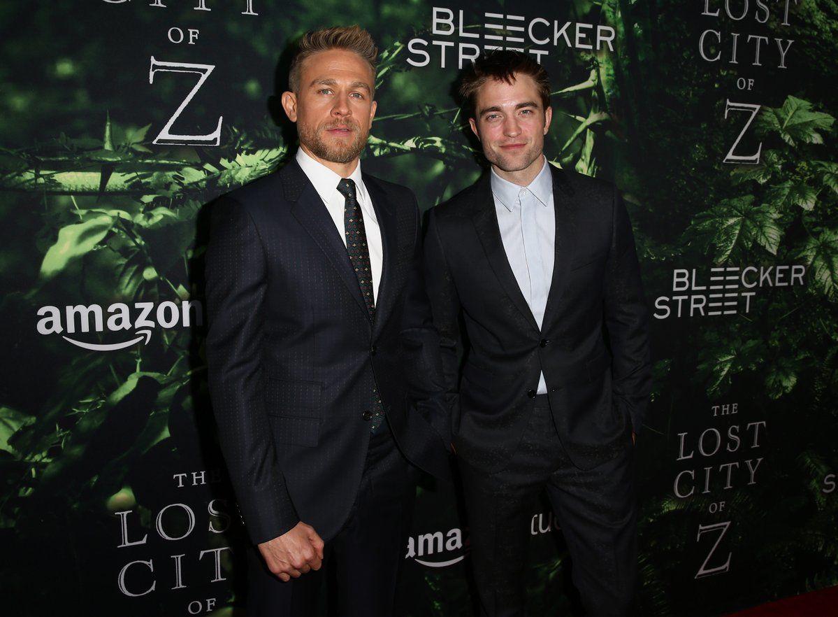 Charlie Hunnam y Robert Pattinson en la Premiere de #TheLostCityofZ (2017)