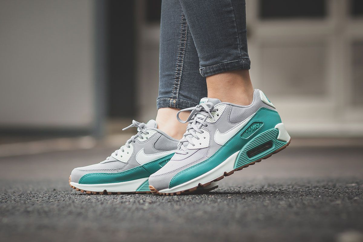 Nike Air Max 90 Essential – Wolf Grey / Barely Green – Washed Teal
