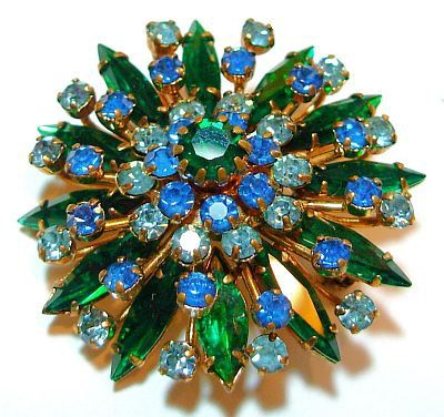 Interesting green stoned snowflake brooch