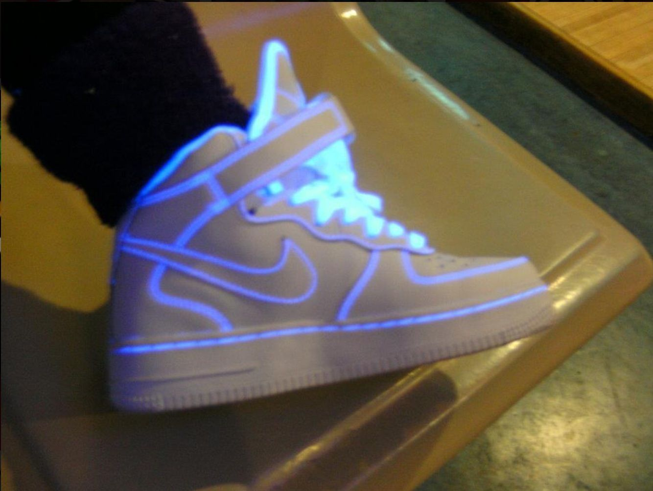 65170b13262 They have a really cool effect Neon Nike Shoes, Nike Neon, Sneakers Nike,