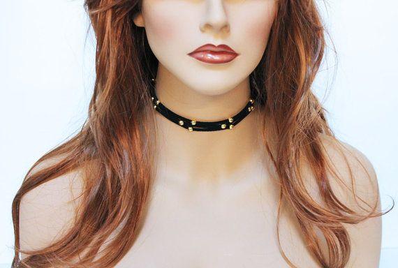 Gargantilla simple gamuza negra perla de oro diaria por Jewelshart, $30.00