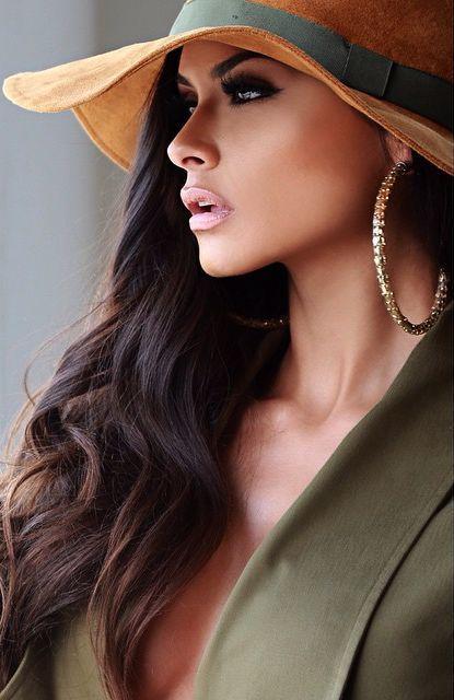 Poveda Lorena - <3 the hat