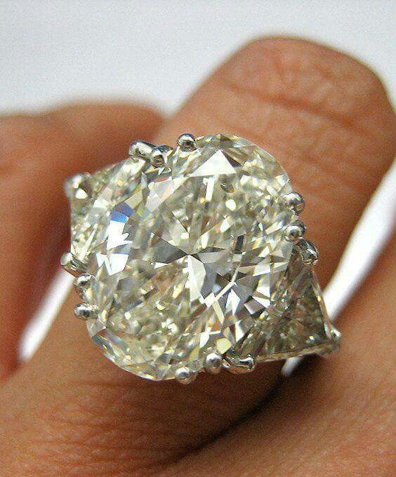 Pin By Debbie Morrison On Jewelries Diamond Engagement Rings Vintage Diamond Oval Diamond Engagement Ring