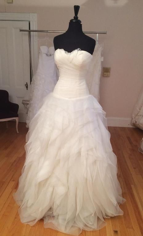 Pronovias Benicarlo : buy this dress for a fraction of the salon price on PreOwnedWeddingDresses.com
