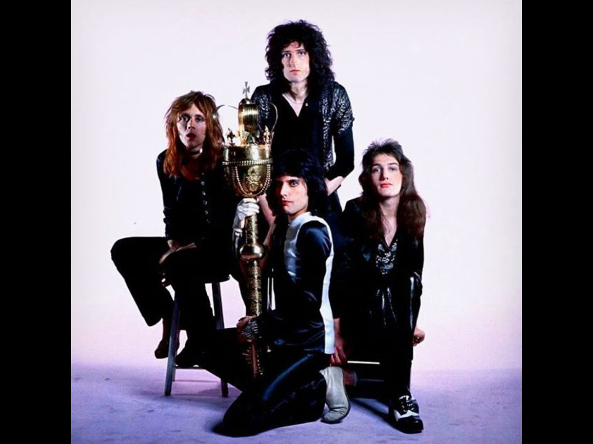 John Deacon: a legend against the success of Queen 44