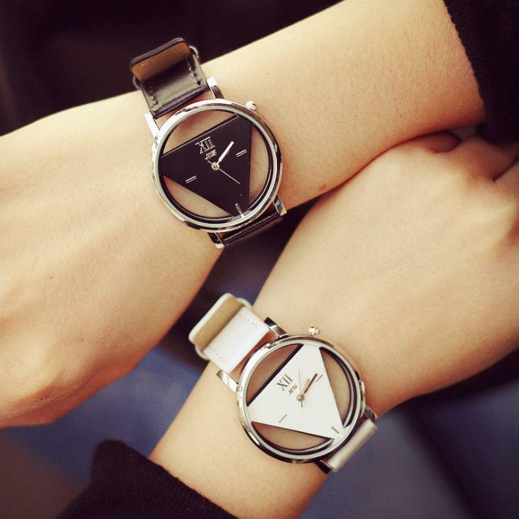 243d9b63e35 Barato Relógio feminino relógio esqueleto triângulo de mulheres delicado  transparente oco pulseira de couro relógio de…