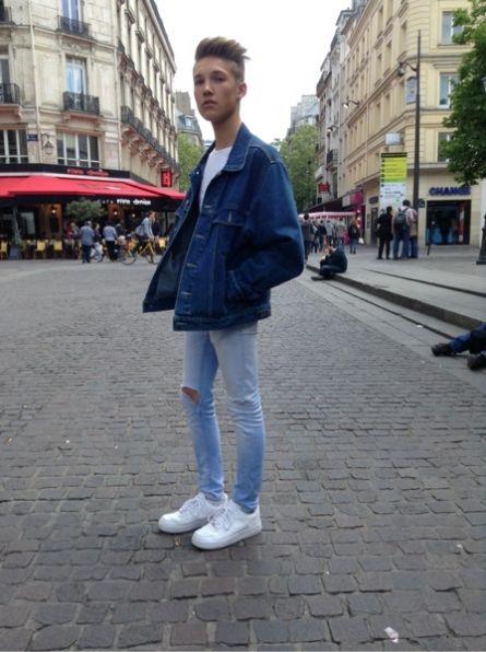 NIKE Baskets, sneakers - # VINTAGE # Veste #men #mode #look #streetstyle  http://moodlook.com/look/2014-04-22-france-paris-3